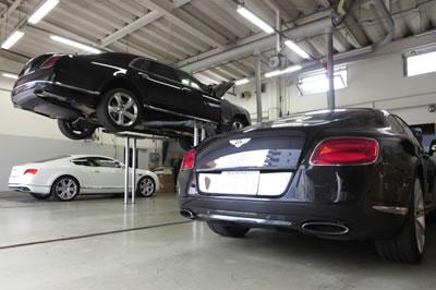 ベントレー専任メカニックがお客様の大切なお車を適切にサポート